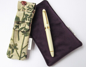 The single pen pouch is now available!